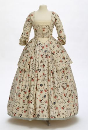 Victorian dress on a mannequin